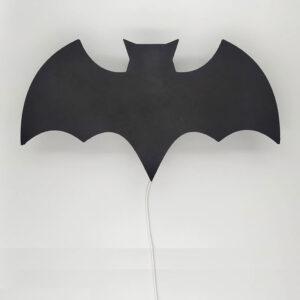 Ξύλινο επιτοίχιο φωτιστικό batman Babydecor για να σε κρατάει συντροφιά